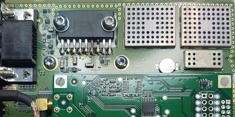 defekte Platine eines BOS Digitalfunkgerätes